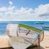 Ein Schiffswrack am Strand in der Karibik